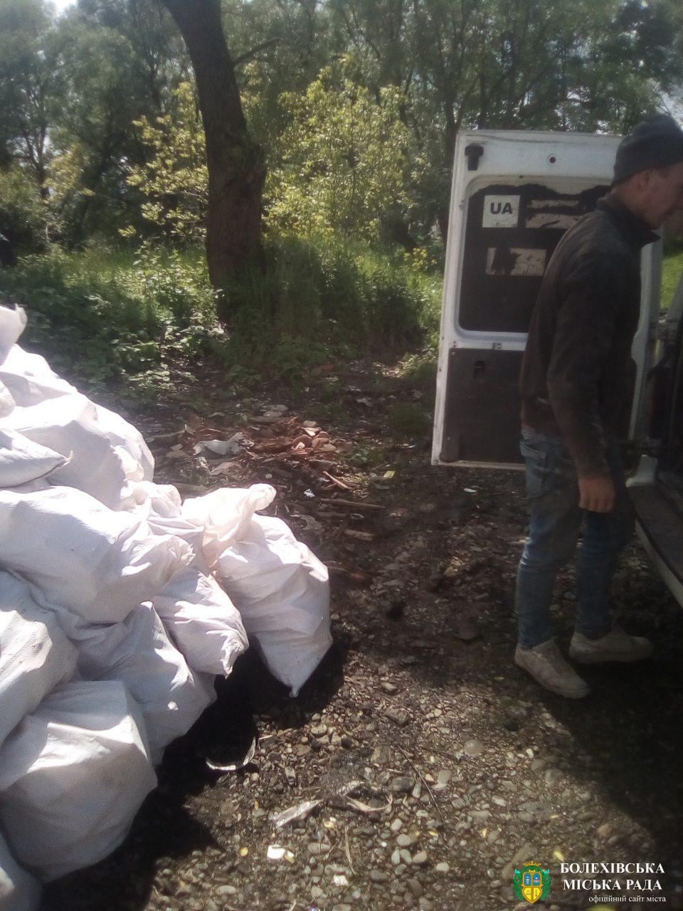 На березі річки Сукіль виявлено будівельні відходи